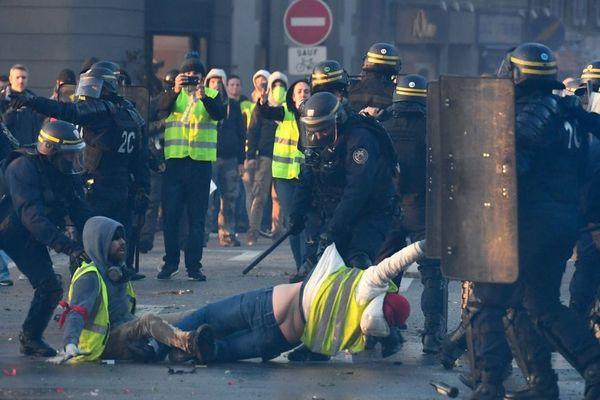 Des affrontements faisant plusieurs blessés avaient émaillé la mobilisation des Gilets jaunes à Quimper le samedi 17 novembre