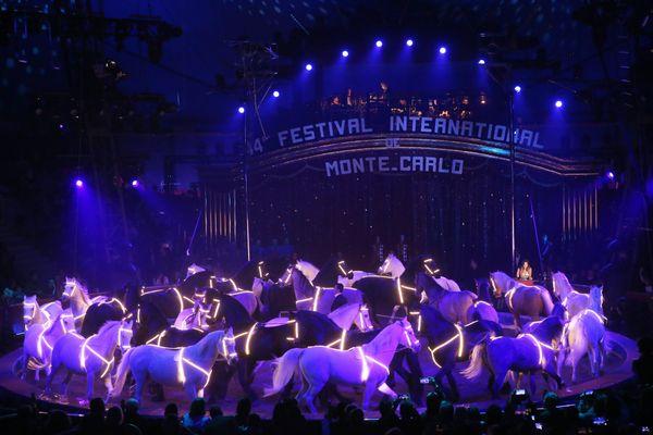 Le 18 janvier 202018/01/2020 ; Deuxième spectacle de sélection du Festival international du cirque de Monte-Carlo à l'espace Fontvieille de Monaco. Maycol Errani et le Grand carrousel équestre du Cirque national suisse Knic -