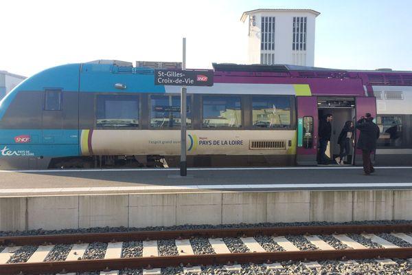 Un TER en gare de Saint-Gilles-Croix-de-Vie, janvier 2019
