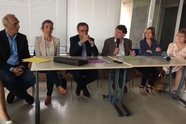 Pierre Hurmic et Alain Anziani (au centre) vont prendre la tête de Bordeaux Métropole