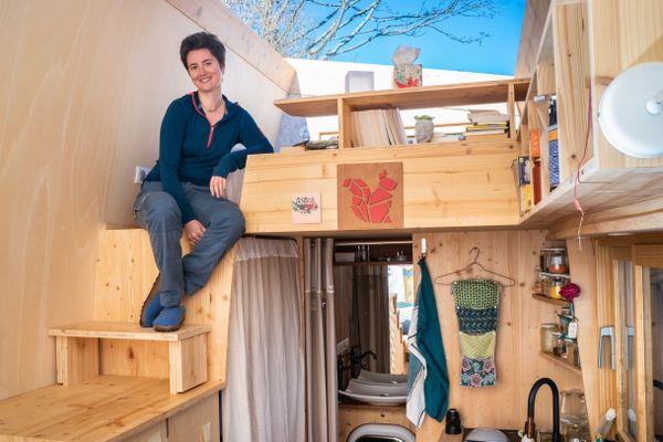 """Pour Sylvie, vivre six mois en appartement avant d'emménager dans sa tiny house c'était """"triste au possible"""""""