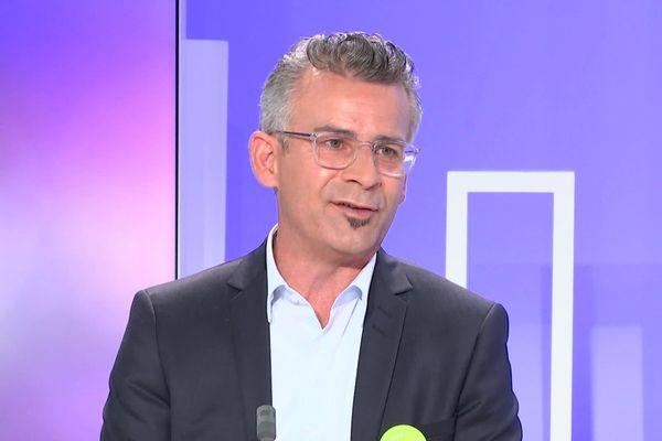 Emmanuel Denis sur le plateau de France 3.