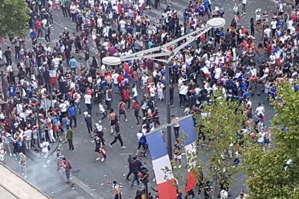 Quelques casseurs sont venus entacher la fête sur les Champs-Elysées après la victoire des Bleus