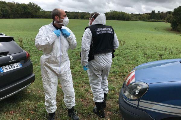 L'équipe d'identification criminelle de la gendarmerie est arrivée sur place.