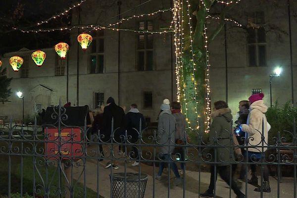L'Office de Tourisme de Dijon métropole organise des balades à la lanterne pendant les vacances de Noël