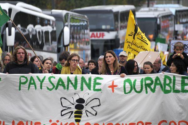 """Entre 650 et un millier de manifestants battaient le pavé mardi à Strasbourg pour réclamer """"une autre"""" politique agricole commune européenne (PAC)"""
