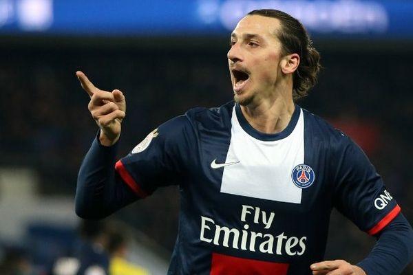 """Les mot manquent. Le mot """"zlataner"""" n'existe pas encore dans le dictionnaire français mais il est sur toutes les lèvres. Si le PSG a survolé le championnat, c'est surtout grâce à lui. Plus encore que la saison dernière, Ibrahimovic a dominé la L1 de la tête et des épaules. S'il ne s'était pas blessé, il aurait probablement dépassé les 30 buts en L1, marque qu'il avait atteinte l'année dernière. En 31 matches de L1, il a signé 25 buts, dont de véritables oeuvres d'art, et 11 passes décisives. Son rayonnement est hors du commun. """"Ibra"""" est dans une autre dimension. Derrière Messi et Cristiano Ronaldo, il est sans doute la troisième star du football mondial. Il est désormais l'attraction du football français, celui qui attire les foules en même temps qu'il plante ses buts. Simplement Zlatan."""