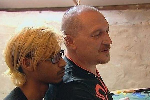 Romuald et Kunal ont décidé de se marier le 15 juin 2013 à Pontigny, dans l'Yonne.