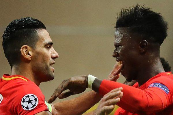 Radamel Falcao fête son but avec Keita Balde, autre buteur monégasque contre caen.