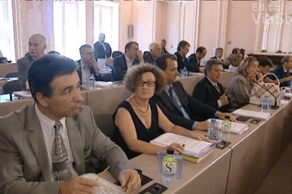 Les élus sont divisés sur l'avenir de l'organisation territoriale de l'île.