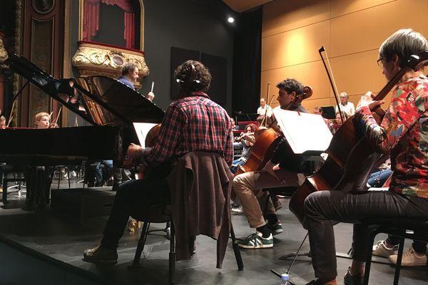 Sascha Goetzel et Lilya Zilberstein avec l'orchestre symphonique et lyrique de Nancy, en répétition générale, salle Poirel.