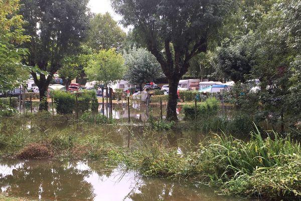 Le camping le Val-Vert à Vaux-sur-Mer a été impacté par les intempéries qui ont touché Royan et ses alentours dans la nuit du 12 au 13 août 2020.