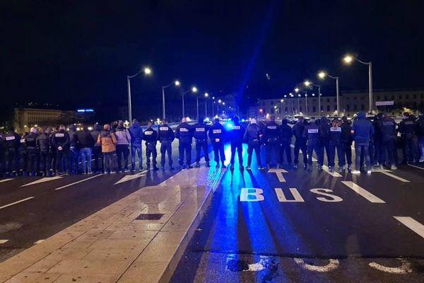 """Les """"nuiteux"""" mobilisés sur le pont de la Guillotière (Lyon)"""