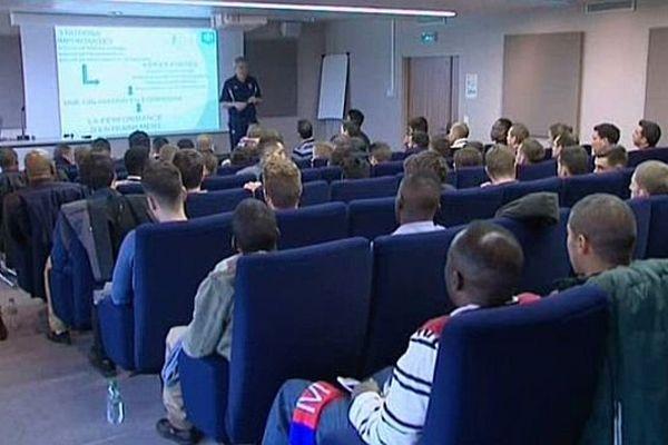 Pendant une semaine, l'AJ Auxerre reçoit des élèves de l'école des agents de joueurs de football.