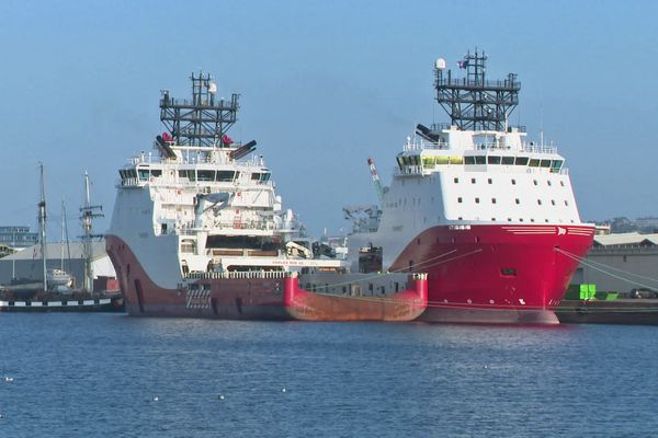 Le Havre – Septembre 2021 : les deux remorqueurs de haute mer achetés par Les Abeille International avant les travaux de transformation