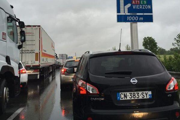 10 kilomètres de bouchons sur l'A10 à hauteur d'Orléans. Les accès sont fermés et les automobilistes orientés vers le réseau secondaire.