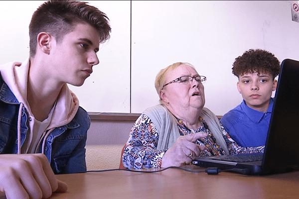 Quand les lycéens apprennent les réseaux sociaux aux personnes âgées