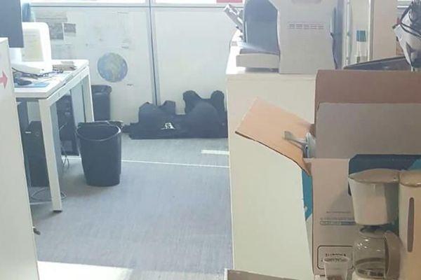 Des cartons de déménagement dans les bureaux de la chaîne i-Télé, à Boulogne-Billancourt (Hauts-de-Seine), le 22 octobre 2016