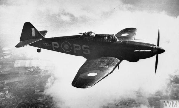 Un Boulton Paul Defiant du 264 Squadron de la RAF basé à West Malling, dans le Kent (date non précisée). L'escadron de Frederick Atkins disposait du même appareil.