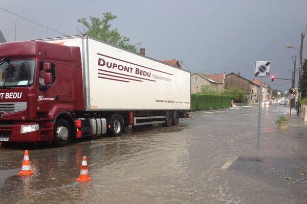 Les égouts bouchés, des inondations ont suivi.