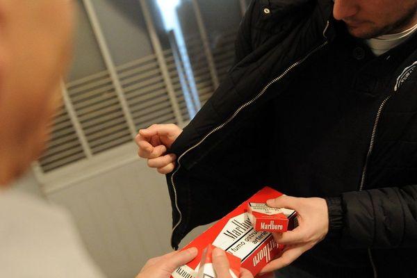 Les douaniers de Toulouse luttent contre la contrebande de tabac andorran.