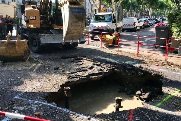 La canalisation en fonte a explosé dans le quartier de la Préfecture à Carcassonne.