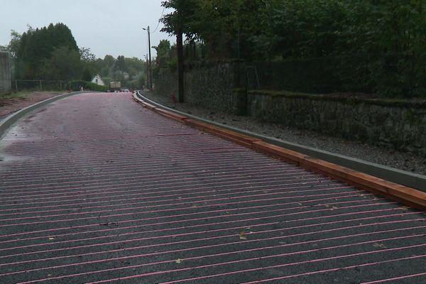 La nouvelle route intelligente est truffée de tubes qui récupèrent et transmettent la chaleur.