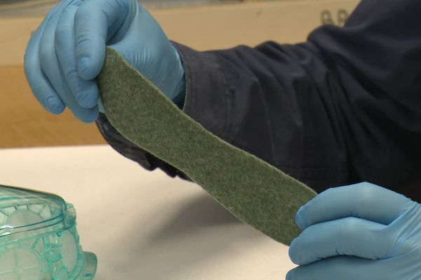 Le filtre virucide du masque Cristal, à base de cuivre, d'une durée d'un mois.