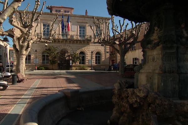 La mairie de Mèze (Hérault) - 2021.