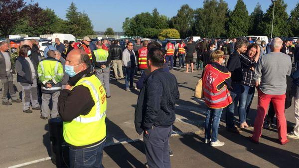 Malgré les masques, l'inquiétude se lisait ce matin sur les visages des salariés de la Fonderie de Bretagne