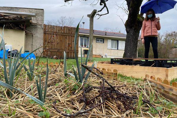 Cet hiver, Pierre a planté notamment des poireaux chez Bernadette. Il se rend une fois tous les dix jours chez celle qui est devenue son amie.