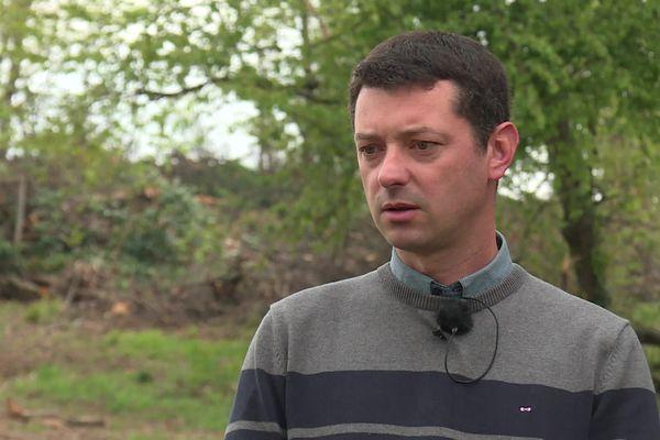 """""""C'est un vrai massacre"""", déplore Grégory Dufour, riverain etadhérent association ADEL (défense environnement) de Lissieu"""