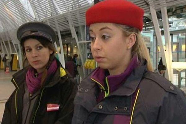 Jennifer et Marion informent et contrôlent les voyageurs en gare de Montpellier.
