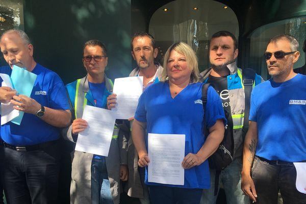 Jeudi 31 août 2017, une délégation de salariés de GM&S à l'Elysée, pour remettre un courrier au Président de la République