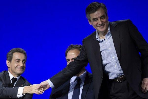 Nicolas Sarkozy et François Fillon (de gauche à droite), le 13 février 2016 à Paris