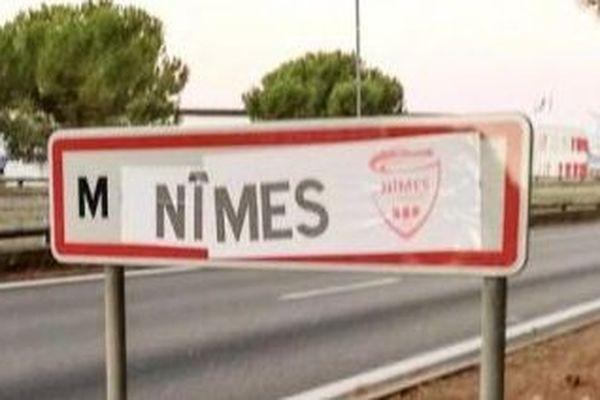 Les panneaux de Montpellier changés par les supporters nîmois avant le derby MHSC-Nîmes Olympique