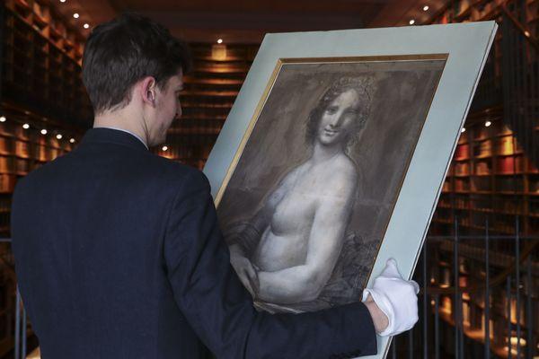 """La """"Joconde nue"""" du Duc d'Aumale, au centre de l'exposition."""
