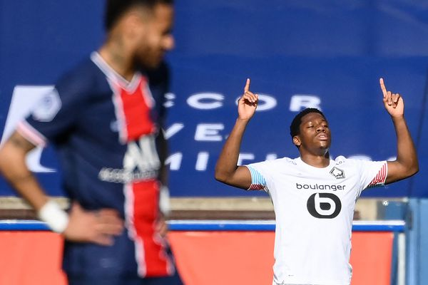 Jonathan David le 3 avril dernier célébrant son but contre le PSG, quelques minutes avant de quitter le terrain à cause de sa blessure.