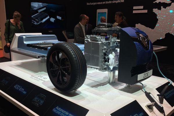 La voiture électrique à l'honneur, au Mondial de l'auto 2016, porte de Versailles, à Paris.