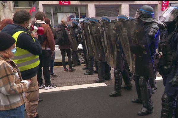 Affrontements entre gilets jaunes et forces de l'ordre à Nancy le samedi 6 février 2021.