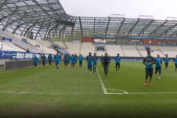 Les joueurs du GF38 à l'entraînement au Stade des Alpes