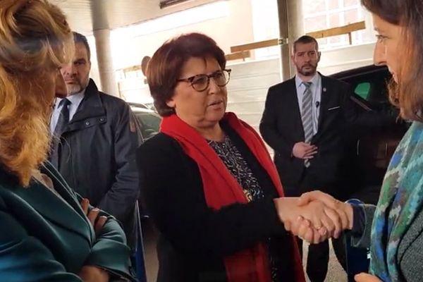 Martine Aubry salue Agnès Buzyn ce vendredi devant le CHRU de Lille