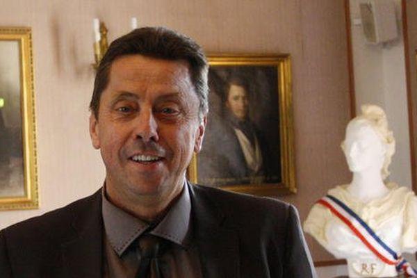 Gérard Avril était jusque là premier adjoint au maire de Forcalquier, en charge de la vie quotidienne et des travaux.