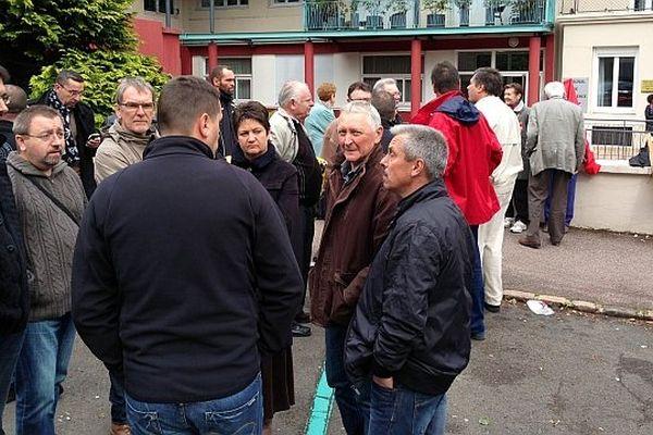Le tribunal de commerce de Mâcon se prononce sur la reprise de l'entreprise de menuiserie PVC Oxxo vendredi 31 mai 2013.