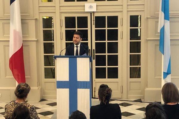 Le premier adjoint de AMrseille tient une conférence de presse en ce moment contre les mesures gouvernementales.