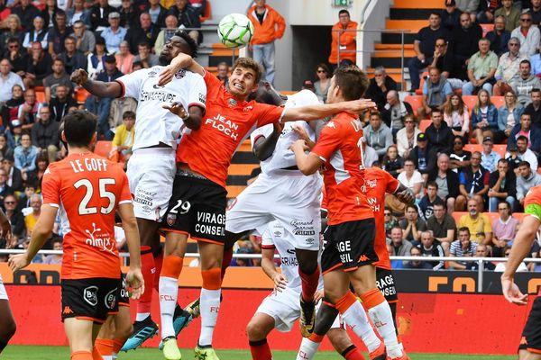 Il n'en restera qu'un : Lorient et Guingamp, ici le 31 août 2019 lors de la 5e journée de Ligue 2, s'entrechoqueront à nouveau au stade du Moustoir le 16 novembre pour la Coupe de France.