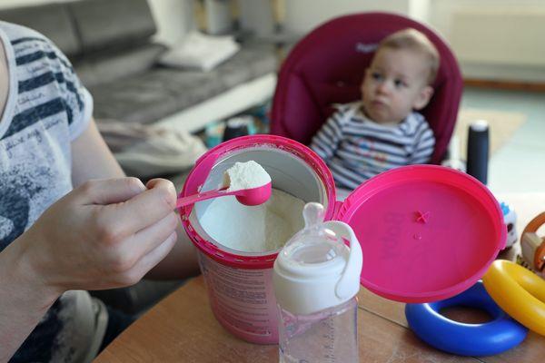 """Une pétition en ligne a recueilli pour la """"transparence sur la production des laits infantiles"""" près de 105 000  signatures"""