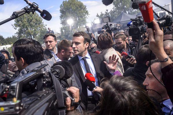 Emmanuel Macron débat avec les salariés de Whirlpool, mercredi 26 avril 2017 à Amiens