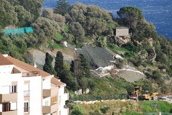 03/12/12 - Le chantier Mandevilla à Bastia sur un terrain amiantifère au coeur des inquiétudes