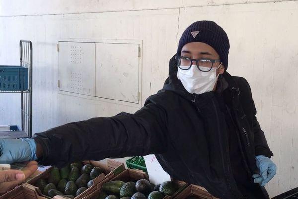 Masque et gants obligatoires durant la vente.
